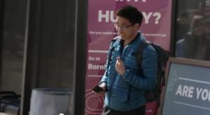 バス停 携帯ドッキリおもしろ実験