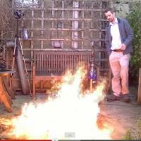 【危険マネ厳禁】ダイソンの掃除機で火事は消せるか実験